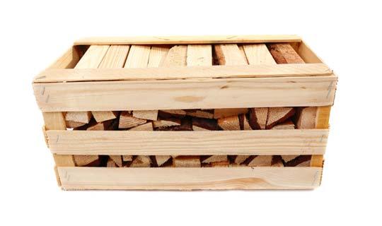 עצי הסקה בתיבת עץ